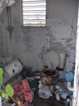 Nelson's dirty bathroom